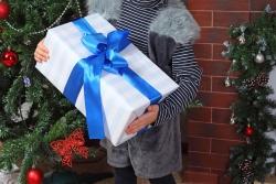 новогодняя фотосессия с подарком