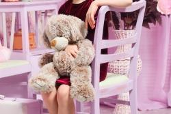 cемейная фотосессия - девочка с мишкой
