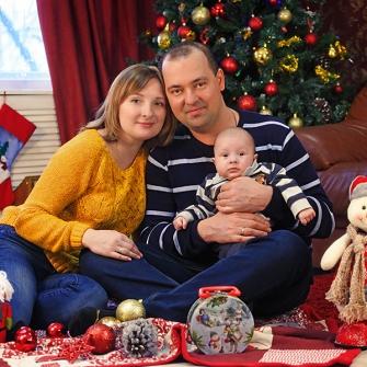 Семейная новогодняя фотосессия в студии