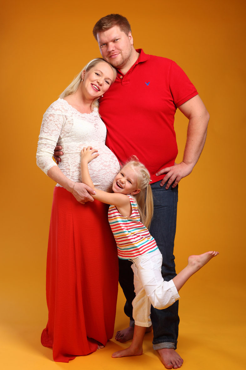 Фотосессия беременных с мужем и сыном в студии 77