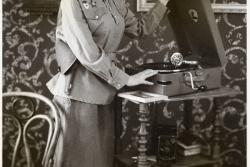 фотосессия девушки в военной форме