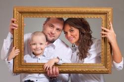 Фото семьи в раме